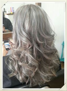 Waves - grey is the new black - Cheveux Grey Curly Hair, Long Gray Hair, Curly Hair Styles, Grey Hair Over 50, Amber Hair, Silver White Hair, Gray Hair Highlights, Grey Hair Inspiration, Gray Hair Growing Out