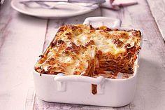 Diese Lasagne ist saftiger wegen der Bechamelsauce und gewinnt den Eigengeschmack durch das Muskat