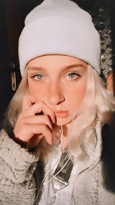 Winter Hats, Hoop Earrings, Tik Tok, Draw, Fashion, Photos, Moda, Fashion Styles, To Draw