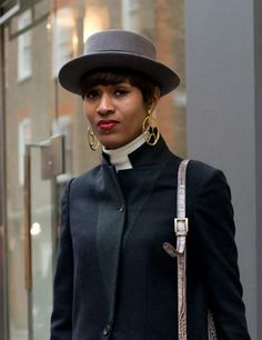 Donya-Patrice spotted  wearing SHO's Crop Circle earrings at the London Collections: Men.  http://www.cottonandgems.com/jewellery/earrings/sho-fine-jewellery-18ct-yellow-gold-vermeil-crop-c