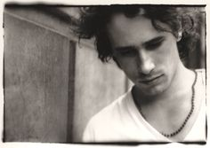 Google 画像検索結果: http://www.undertheradarmag.com/uploads/article_images/62-JeffBuckley.jpg