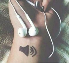 Ideas For Music Headphones Aesthetic - Musik Tumblr Photography, Girl Photography Poses, Creative Photography, Photography Music, Pub Radio, Message Vocal, Rauch Fotografie, Sharpie Tattoos, Ft Tumblr