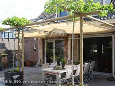 Schaduwdoek dakterras om zo een gezellige hoek te creëeren met schaduw wanneer nodig en vooral: zon wanneer dat gewenst is