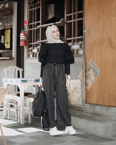 Simple Hijab, Casual Hijab Outfit, Ootd Hijab, Hijab Chic, Abaya Fashion, Muslim Fashion, Modest Fashion, Fashion Outfits, Womens Fashion