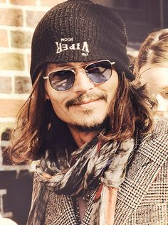 johnny depp *oh emm geeee! One of the sexiest effin humans I've ever laid eyes on!!