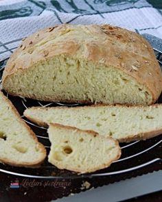 Cum vopsim ouale rosii in mod natural - Lecturi si Arome Soda Bread, Vegan, Dessert Recipes, Desserts, Chapati, Mozzarella, Caramel, Cheesecake, Food