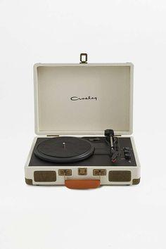 J'aime aussi les versions rose - Menthe - ou à Fleurs :)  Crosley Cruiser // Tourne-disque grainé crème 119,00 €