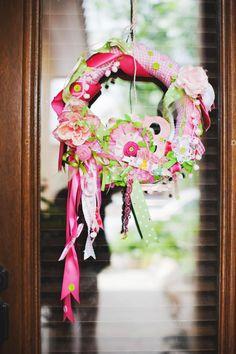 The CUTEST birthday party wreath idea!