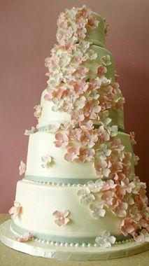 ミントグリーとベビーピンクが本当に上品な印象のウェディングケーキ。