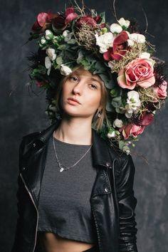 wreath of flowers (венок из веток и цветов)