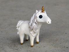 Figura animal pequeño unicornio-hecho a mano en miniatura del polímero de barro