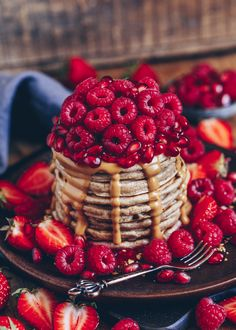 A simple recipe for vegan protein pancakes. Quickly made and super tasty! A perfect breakfast on Sunday! 🙂 A simple recipe for vegan protein pancakes. Quickly made and super tasty! A perfect breakfast on Sunday! Cute Desserts, Delicious Desserts, Dessert Recipes, Yummy Food, Vegan Protein Pancakes, Vegan Pancake Recipes, Think Food, Love Food, Kreative Desserts