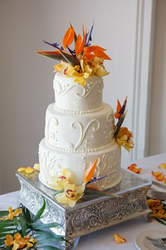 tropical wedding cake with bird of paradise natural flower topper. http://www.chrisdiset.com/main.php#!/images/wedding-images/details/