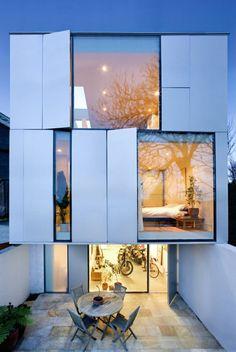 baies vitrées maison design moderne fenetre bandeau verticale