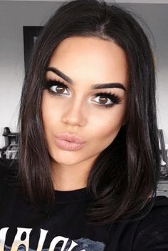 20 Chic Short Hairstyles for Fine Straight Hair in 2018 , Looking for the chic short haircuts for fine hairs for inspiration? Here, you will find 20 Chic Short Hairstyles for Fine Straight Hair that you wil. Blunt Bob Hairstyles, Short Hairstyles For Women, Straight Hairstyles, Simple Hairstyles, Hairstyle Ideas, Beauty Makeup, Hair Makeup, Hair Beauty, Tan Skin Makeup
