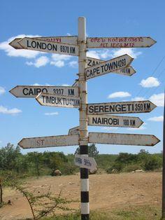 Wegwijzers - Kenia.  Picture by Daisy van Groningen.