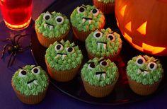 """Que tal dar aquele toque de """"horror"""" nas comidas da sua festa de Halloween?  Tenho certeza que os seus convidados irão amar! É só usar a criatividade na hora de decorar os pratos. ;) Confira na galeria algumas ideias para criar um menu horripilante! :O Está tendo #OfertasMonstruosas na Aluá! :O Use o cupom """"MEDO10"""" e ganhe DESCONTOS! Confira: www.aluafestas.com.br/halloween."""