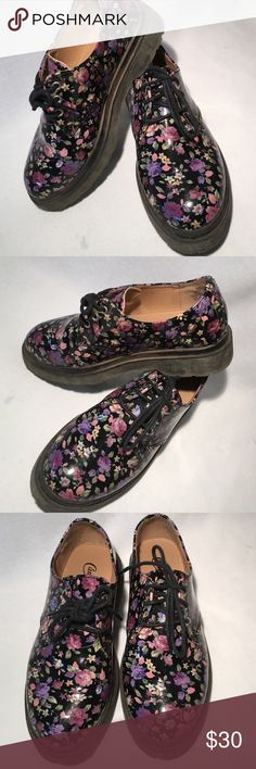 Cute Loafers kids size 2 Looks so nice and cute,has gentle used. Candie's Shoes Flats & Loafers