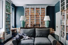 With a characteristic respect for the fabric of this eighteenth-century house in Bath, designer Patrick Williams has carefully transformed it into a welcoming home and B&B. Traditional Baths, Gravity Home, Georgian Homes, Georgian Townhouse, Georgian Interiors, Architrave, Cottage, Living Room Lighting, Room Lights