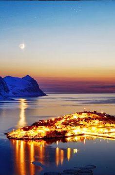 Husøy, #Senja in #Troms_County, #Norway http://en.directrooms.com/hotels/subregion/2-39-460/