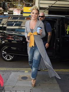 Pink ends 16 year feud with Christina Aguilera, Alecia Moore, Style Finder, Beth Moore, Iconic Women, Christina Aguilera, Celebs, Celebrities, Girl Crushes, Her Style