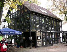 Glas-Fachwerk-Haus