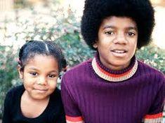 Producer Bobby Martin remembers (Michael Jackson) with his sister (Janet Jackson) Janet Jackson, The Jackson Five, Michael Jackson Smile, Jackson Family, Robin Williams, Bob Marley, Familia Jackson, Childhood Images, Dorothy Dandridge