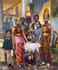 """Bridal couple in Jakarta - 1904"""