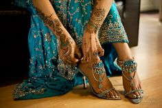 Henna and teal blue indian wedding dress and heels. the dress is beautiful and the shoes are amazing! Lila Gold, Bollywood, Bridal Mehndi Designs, Henna Designs, Desi Wedding, Wedding Henna, Bridal Henna, Wedding Bride, Blue Wedding