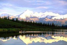 http://www.alaska-in-pictures.com/data/media/7/canoeing-wonder-lake_100.jpg
