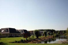 Voor een aanbod van vakantiehuizen in de provincie Flevoland, die je online kunt huren, kijk eens op de volgende link:  http://www.recreatiewoning.nl/woning-zoeken/huur/nederland/flevoland/-/-/-/1