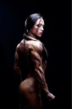 Oksana Grishina, the body is already to much for my taste but the Pic is like out of a PC Game, great! #bodybuilding #fitness