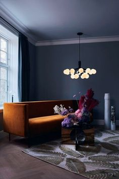 Shop the Apiales 18 Satin Black and more contemporary lighting designs by Nuura at Haute Living. Hygge, Luminaire Original, Modern Chandelier, Chandeliers, Elle Decor, Globes, Pendant Lamp, Pendant Lighting, Interior Inspiration