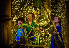 Tips for Photographing Disney Rides - Disney Tourist Blog -- GREAT tips for capturing dark and indoor experiences!