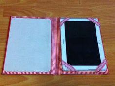 Capa para tablet feita de capa de livro.