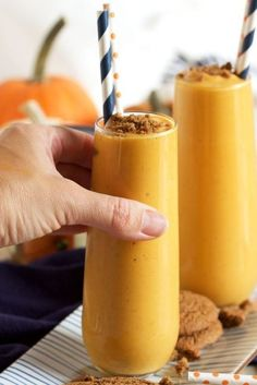 Ready in under 1 minute, this simple Pumpkin Pie Smoothie recipe tastes just like pumpkin pie but without the guilt. Makes a great breakfast or snack! @suburbansoapbox Smoothie Recipes With Yogurt, Smoothie Recipes For Kids, Protein Smoothie Recipes, Breakfast Smoothie Recipes, Yummy Smoothies, Breakfast Bowls, Drink Recipes, Fall Recipes, Best Pumpkin Pie
