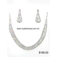 Set de collar y aretes en color plateado con cristales estilo 40031