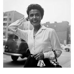 Berenice Abbott, Tom Arndt, Helen Levitt, Vivian Maier… Jusqu'au 22 mai, la galerie parisienne Les Douches expose une sélection de photos de New York réalisées par des photographes réputés.