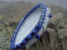 سلة من السعف باللون الفضي Traditional Baskets, Traditional Hampers