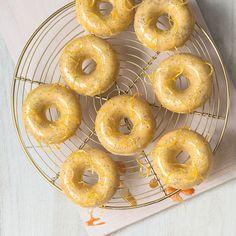 "madewithchobani: "" Baked Lemon Poppy Seed Doughnuts with Honey Glaze Made with Chobani Greek Yogurt. Keep reading "" Fun Baking Recipes, Donut Recipes, Snack Recipes, Cooking Recipes, Cooking Time, Chobani Greek Yogurt, Sweet Paul, Honey Glaze, Healthy Sweets"