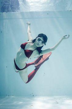 ニーハイソックスを履いた水の中の女の子の写真集『水中ニーソプラス』が、10月20日(月)にポット出版より刊行される。これは、2013年8月に刊行された『水中ニーソ』の続編。今回は、水の中の女の子+ニー...