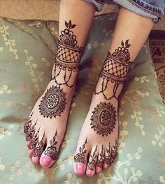 It's lovely how these mehndi designs make our lgs and feet look beautiful. Check out these 8 leg mehndi designs to get you started. Mehndi Tattoo, Leg Mehndi, Foot Henna, Henna Body Art, Henna Tattoo Designs, Henna Art, Mehendi, Mehndi Party, Black Mehndi Designs