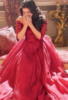 Red Hot Aishwarya's Hello! Photoshoot | PINKVILLA