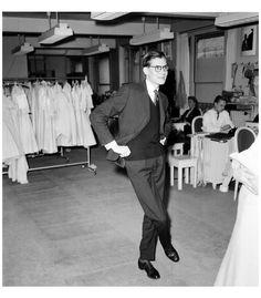 * Yves Saint Laurent dans les ateliers Christian Dior 1958