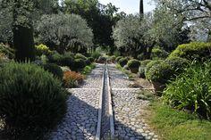 Jean Mus: www. Sunken Garden, Indoor Garden, Outdoor Gardens, Jean Mus, Landscape Design, Garden Design, Planting Grass, Provence Garden, Gardening Courses