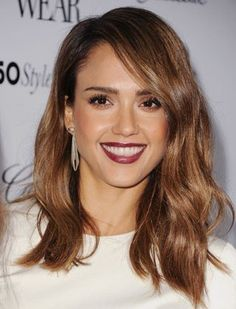Jessica Alba's slightly layered haircut grazes her shoulders and looks amazing with a little texturizing spray.