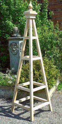 Kingsbury- wooden-Garden-Obelisk