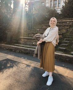 Hijab Skirt Combine Advice – Charming Woman – Best Of Likes Share Hijab Casual, Hijab Chic, Hijab Style Dress, Hijab Look, Ootd Hijab, Modern Hijab Fashion, Street Hijab Fashion, Hijab Fashion Inspiration, Muslim Fashion