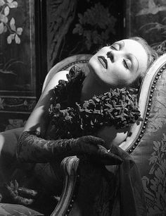 Marlene Dietrichin a 1936 photo by Edward Steichen viagatabella repinned by www.lecastingparisien.com