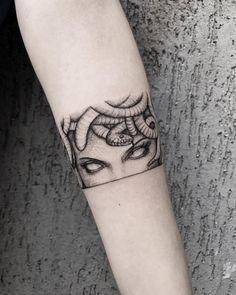 Piercing Tattoo, Ink Tattoo, Tattoo Band, Tattoo Drawings, Sleeve Tattoos, Manga Tattoo, Medusa Piercing, Medusa Tattoo Design, Tattoo Designs